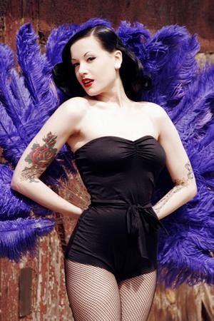 burlesque_narrowweb__300x450,0.jpg