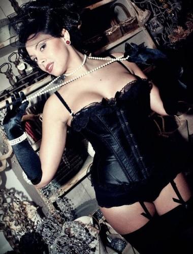 ilaria burlesque.jpg